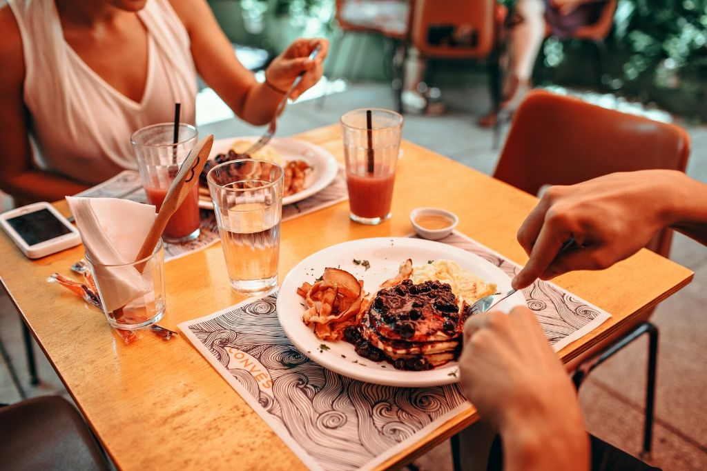 A Romantic Dinner - 4 Best Los Angeles Dating Ideas