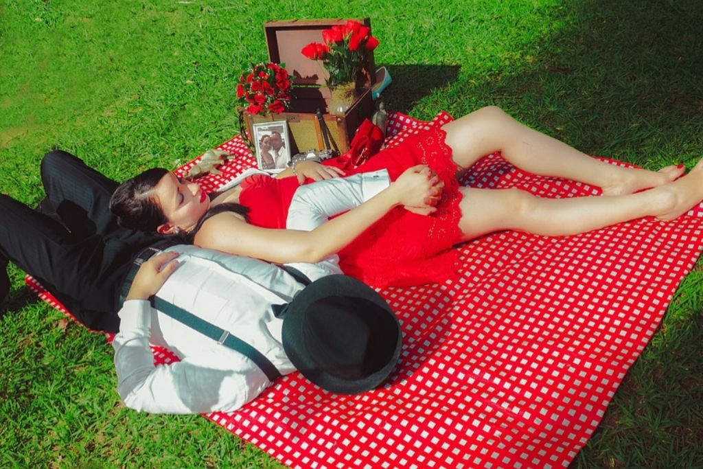 Go for a Pleasant Picnic Date - 6 Best Charlotte Dating Ideas