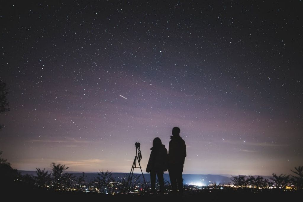 Go for a Stargaze Date - 6 Best Philadelphia Dating Ideas
