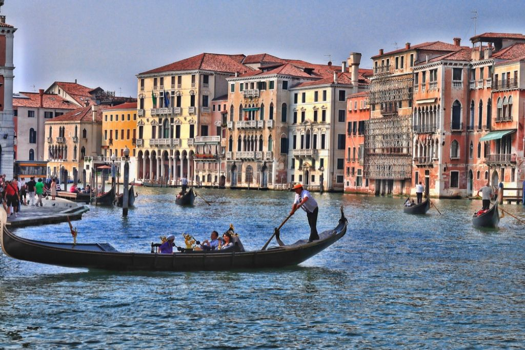 Gondola Date with your Partner - 6 Best Indianapolis Dating Ideas