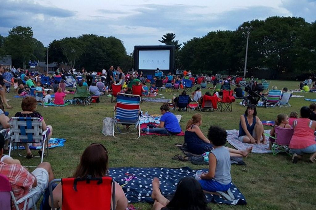 Outdoorsy Movie Date - Seattle Dating Ideas