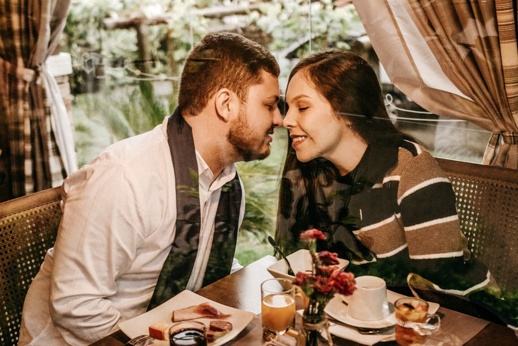 Pick an Awesome Restaurant - 4 Best Chicago Dating Ideas