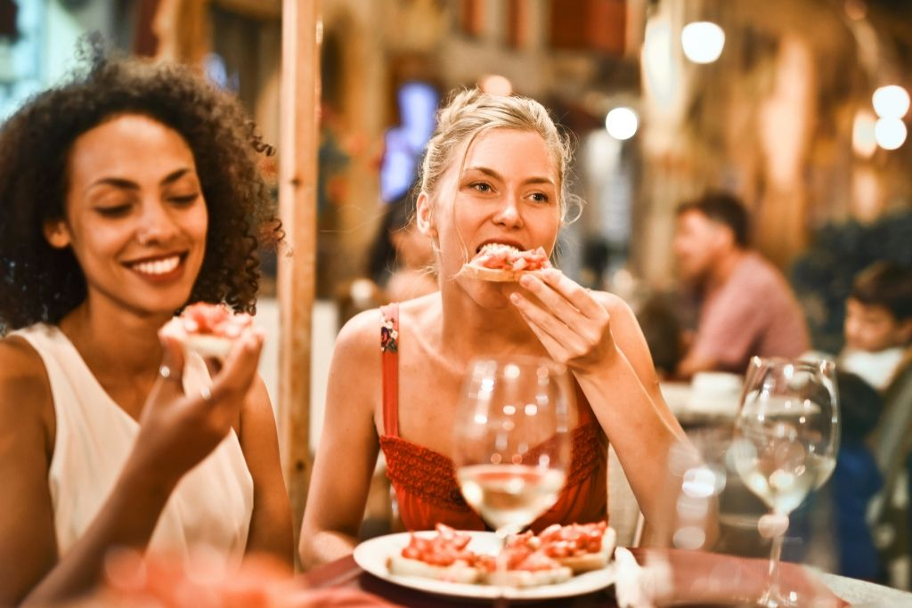 Restaurant Date - 5 Best Phoenix Dating Ideas