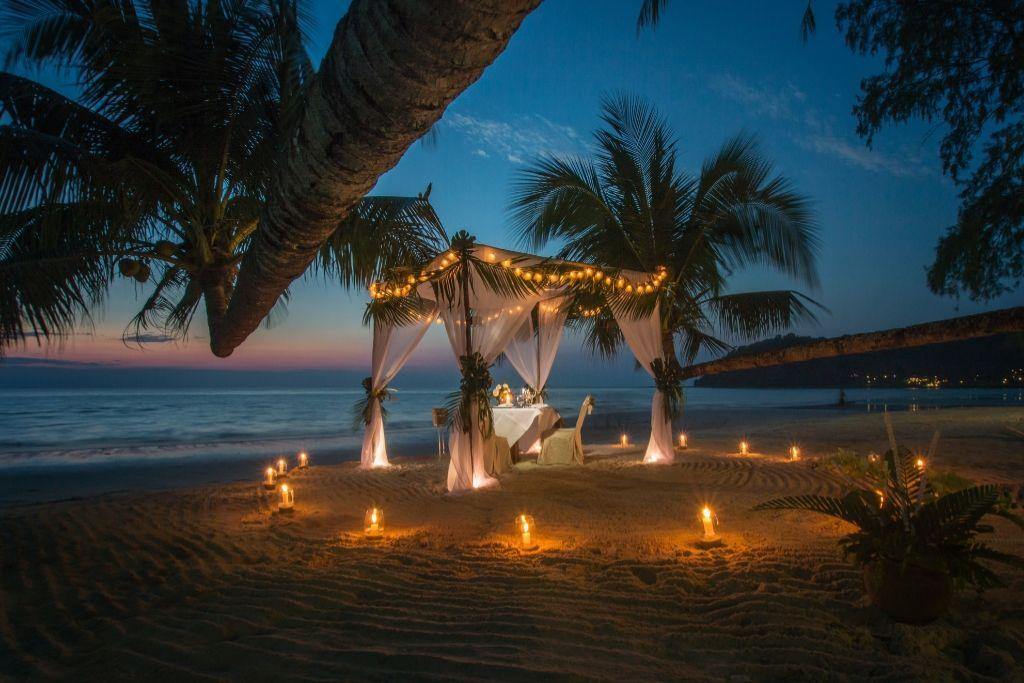 Romantic Dinner Date - 5 Best Austin Dating Ideas