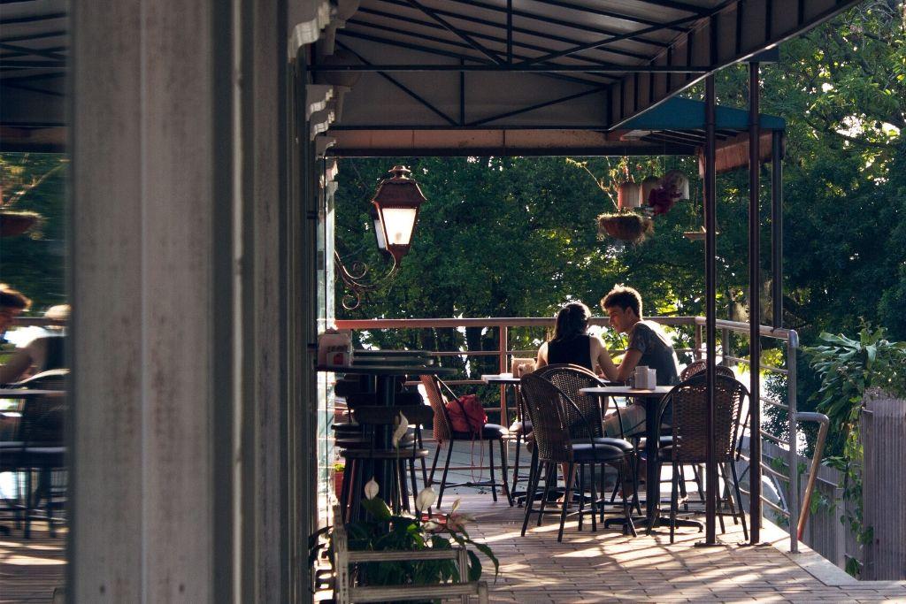 Rooftop Restaurant Date - 4 Best Chicago Dating Ideas