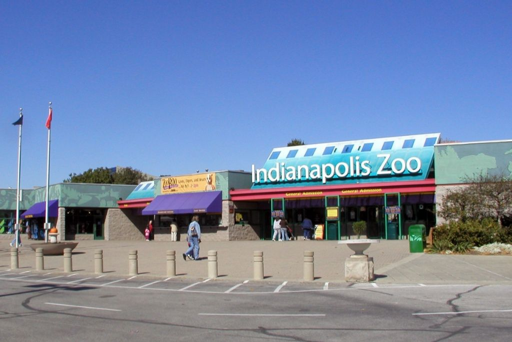 Take your partner to Indianapolis Zoo - 6 Best Indianapolis Dating Ideas